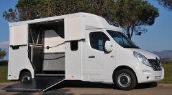 Carrosserie Ameline est votre fournisseur de véhicule de transport de cheval