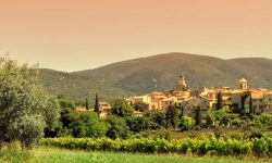 The beautiful Luberon region, easily accessed from Salon de Provence